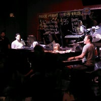 Photo taken at Sgt. Pepper's Dueling Piano Bar by Luca A. on 8/18/2012