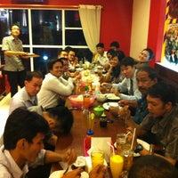 Photo taken at Bakso Lapangan Tembak Senayan by Iyou A. on 8/4/2012