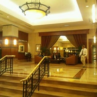 Photo taken at Hilton Los Angeles North/Glendale & Executive Meeting Center by Takeshi I. on 4/24/2012