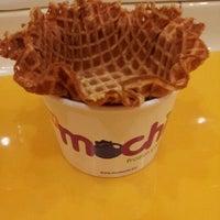 Photo taken at Mochi Frozen Yogurt by Hieu on 4/16/2012