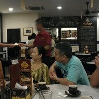 Photo taken at OldTown White Coffee by Yoon K. on 1/22/2012
