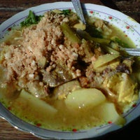 Photo taken at Soto Ayam Kenari-Sriwijaya by didirusl2474 on 7/9/2012