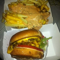Photo taken at In-N-Out Burger by Lindt Dale A. on 4/14/2012