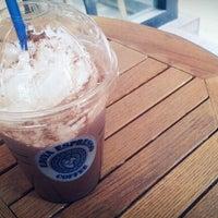 Photo taken at EDIYA COFFEE by szz on 11/9/2011