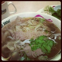 Photo taken at Pho Hoa Noodle Soup by JeeKian K. on 6/5/2012