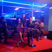 Photo taken at 8 PUB & LOUNGE (Sky Lounge 33rd Floor) by Vivi A. on 11/25/2011