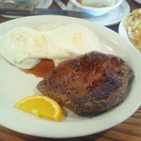 Photo taken at Cracker Barrel Old Country Store by Ken G. on 1/14/2012