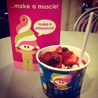 Photo taken at Menchie's Frozen Yogurt by Kristine C. on 8/10/2012