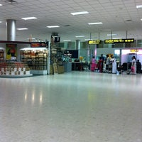 Photo taken at Bandaranaike Int'l Airport (CMB) by Masaru a. on 3/22/2012