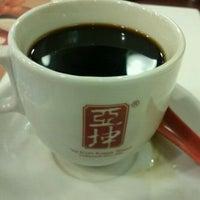 Photo taken at Ya Kun Kaya Toast by Gerald T. on 12/30/2011