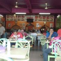 Photo taken at Matt Cafe by Mohd H. on 9/2/2012