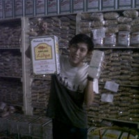 Photo taken at SARAHai Pusat Oleh-Oleh Khas Banjar by Moe Wong boemen m. on 10/28/2011