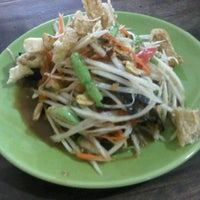 Photo taken at กินเพลิน by Kratae S. on 4/9/2012