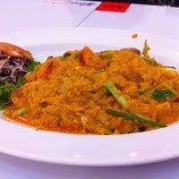 Photo taken at Siri Seafood by Joeham P. on 7/24/2011