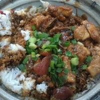 Photo taken at Restoran Veng Soon Claypot Chicken Rice (永顺瓦煲鸡饭餐室) by Galvin T. on 11/25/2011