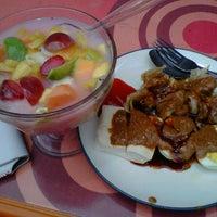 Photo taken at Kantin Mega Kuningan by Ary Indah P. on 10/20/2011