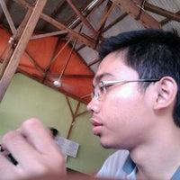 Photo taken at Warung Penyet Lesehan Mas Pur 3 by Maulana K. on 7/1/2012
