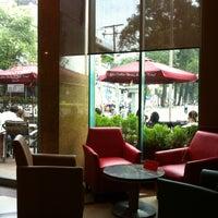 Photo taken at The Coffee Bean & Tea Leaf @ Metropolitan by Thu H. on 7/3/2012