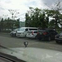 Photo taken at ลานจอดรถ @Harrow Intenational School by Suwit R. on 9/22/2011