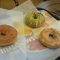 Photo taken at Krispy Kreme Doughnuts by Rachel K. on 8/12/2012