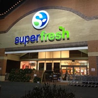 Photo taken at Super Fresh by Murat K. on 12/18/2011