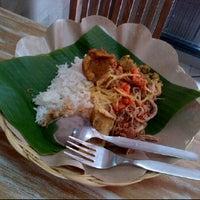 Photo taken at Bongkot Nasi Campur Khas Bali by Anton N. on 3/31/2012