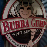 Photo taken at Bubba Gump Shrimp Co by Enrique L. on 10/4/2011