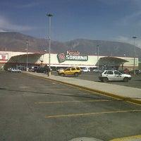 Foto tomada en Mercado Soriana por Fernando C. el 1/4/2012