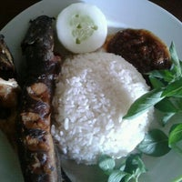 Photo taken at Nutran, Nasi Uduk Trangkil by Wijaya T. on 10/23/2011