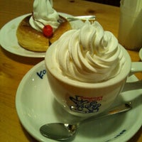 Photo taken at Komeda's Coffee by Yoshihiro K. on 10/30/2011