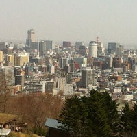 Photo taken at Asahiyama Kinen Park by Ikenaga F. on 4/30/2012