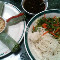 Photo taken at Phở Thái Hùng by Lotusstone on 8/16/2012