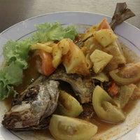 Photo taken at Sop Ikan Batam by Johnny L. on 5/9/2012