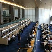 Photo taken at Yonsei University Samsung Library by 무철 이. on 9/11/2011