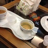 Photo taken at Café do Ponto by LuiZ FeLipE C. on 6/14/2012