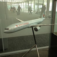 Photo taken at Maple Leaf Lounge (International) by Yasu M. on 6/7/2012