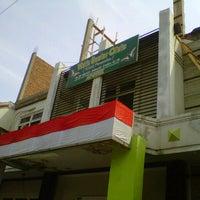 Photo taken at Vidiz Baniar Beauty Clinic by Muhamad R. on 8/24/2012