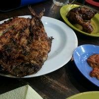 Photo taken at Restoran Balikpapan Seafood by alaQ D. on 4/25/2012