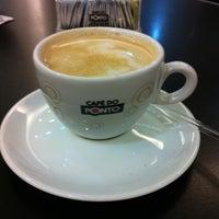 Photo taken at Café do Ponto by Regina on 8/4/2012