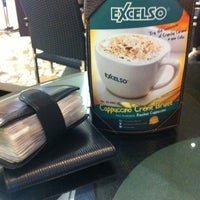 Photo taken at de`EXCELSO by Harry S. on 7/25/2012