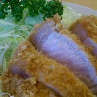 Photo taken at Tonkatsu Enraku by oyabibin on 6/1/2012