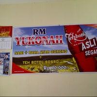 Photo taken at Rumah Makan Ayam Goreng Yukonah by Galang I. on 3/19/2012