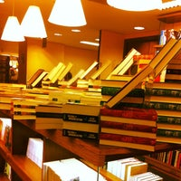 Photo taken at Livraria Cultura by MaryAndradeee on 3/8/2012