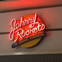Foto tomada en Johnny Rockets por Daco P. el 6/29/2012