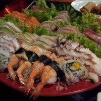 Photo taken at Planeta Sushi by Newton G. on 4/10/2012