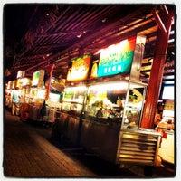 Photo taken at Ming Tien Food Court (明天美食中心) by vanDennis on 4/21/2012