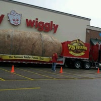 Photo taken at Piggly Wiggly by Wendy B. on 4/26/2012