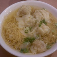 Photo taken at 102 Noodles Town 永旺飯店 by Francois D. on 2/26/2012