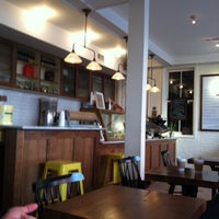Photo taken at Van Leeuwen Artisan Ice Cream by Hideyo T. on 3/18/2012