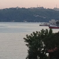 Photo taken at Yeni Mahalle by Olduğu Kadar O. on 8/3/2012